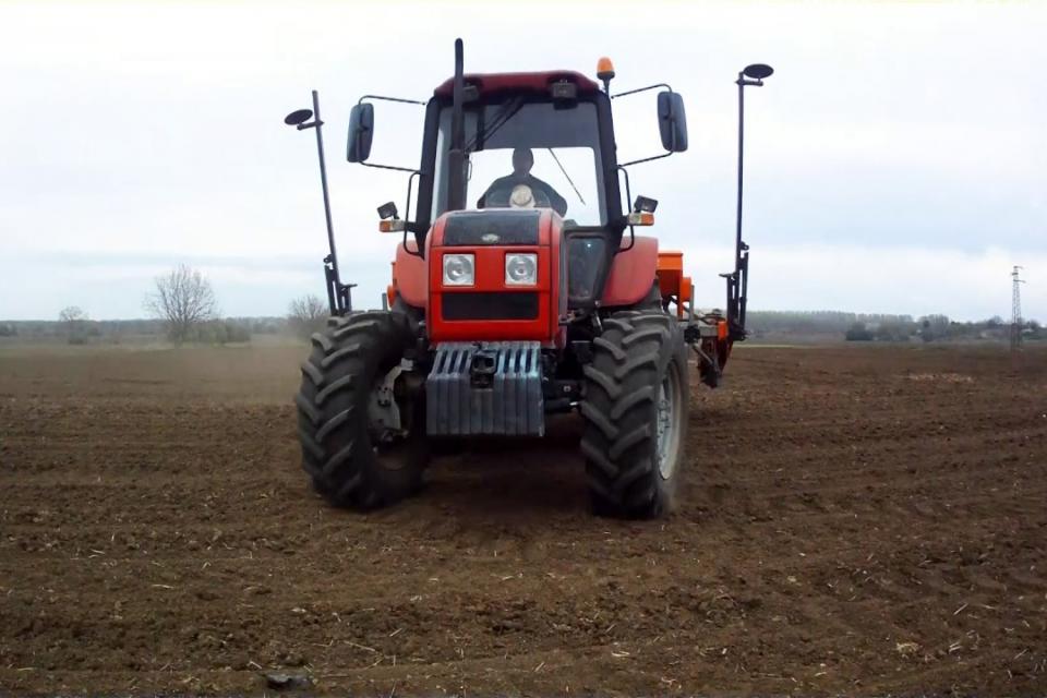 Пред приключване е сеитбата на слънчогледа и царевицата в Ямболския регион, както и третирането с хербициди на площите, заети с кориандър, съобщиха за...