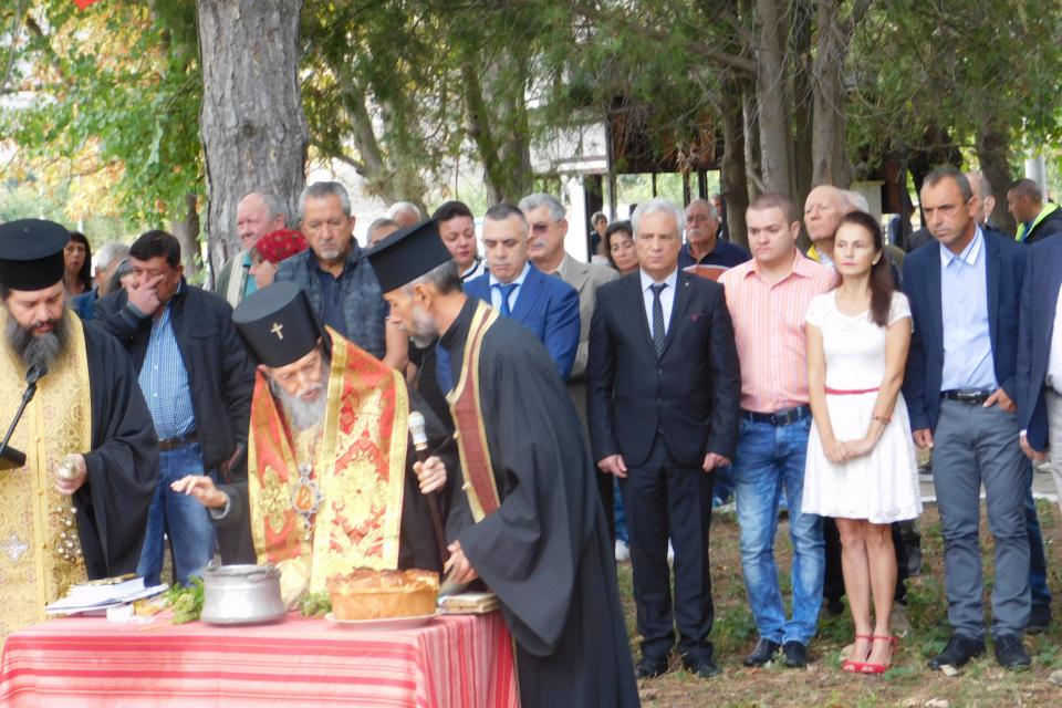 За четвърта поредна година в село Бинкос се проведе фолклорен събор. Тази година той започна с освещаване на мястото, където ще бъде изграден православен...