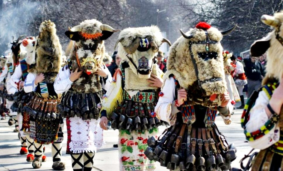 """Тази година домакин на Регионалния празник """"Маскарадни игри"""" ще бъде село Желю войвода. 15 кукерски групи с общо 450 участника ще се включат в празника..."""