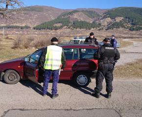 Шестима в ареста след полицейска акция в Твърдица