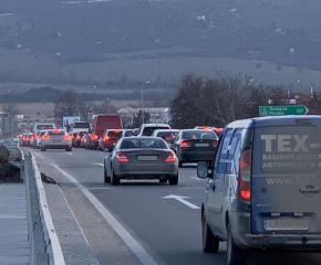 Шофьор на ТИР загина при катастрофа на АМ Тракия