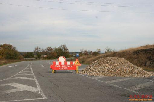 От Агенция Пътна инфраструктура съобщават, че се извършват частични ремонтни дейности на асфалтовата настилка на път І-7 от км 233+184 до км 256+119 в...