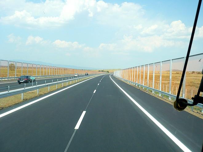 """От Агенция Пътна инфраструкттура съобщават, че днес на автомагистрала """"Тракия"""" в отсечката между Нова Загора и Сливен от километър 269 до километър 270..."""