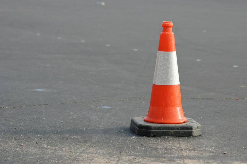 """От утре – 8 октомври, шофьорите да карат с повишено внимание между 282-ри и 305-ти км на АМ """"Тракия"""" в област Ямбол. Поради поетапни ремонтни дейности..."""