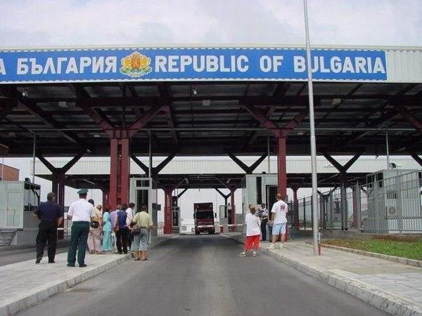 Считано от сряда, 1 септември, от държави, попадащи в червена зона, на територията на България се допускат и чуждестранни студенти, притежаващи виза тип...