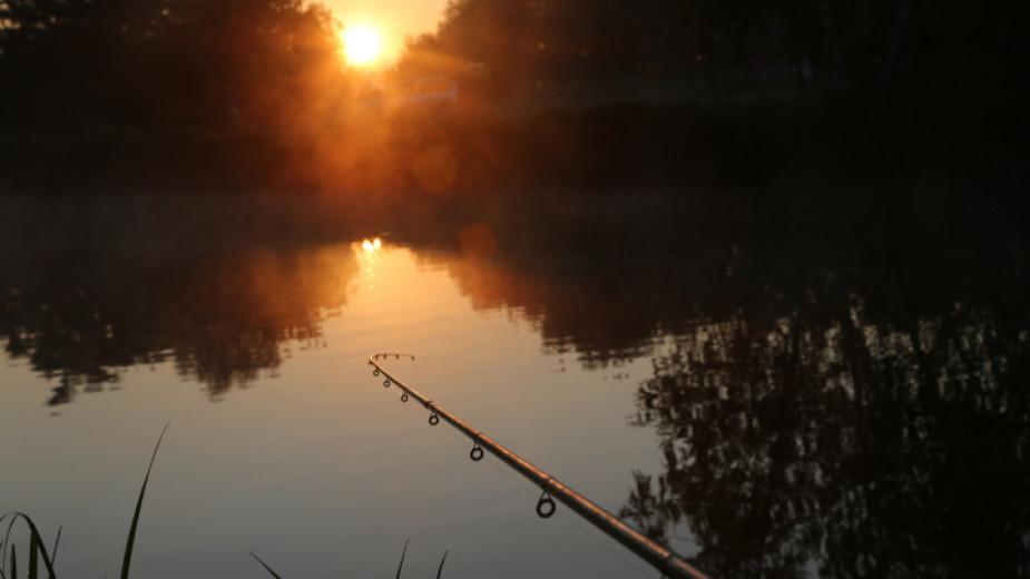 Забраната на любителския риболов от 15 април до 31 май е обичайна и ежегодна практика, за да не се застрашава популацията на рибата и не е свързана с извънредното...
