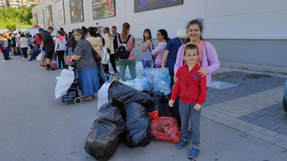 """Националната кампания """"Книги за смет"""" се провежда днес във Велико Търново, Плевен и Стара Загора. Срещу килограм предадени пластмасови битови отпадъци..."""