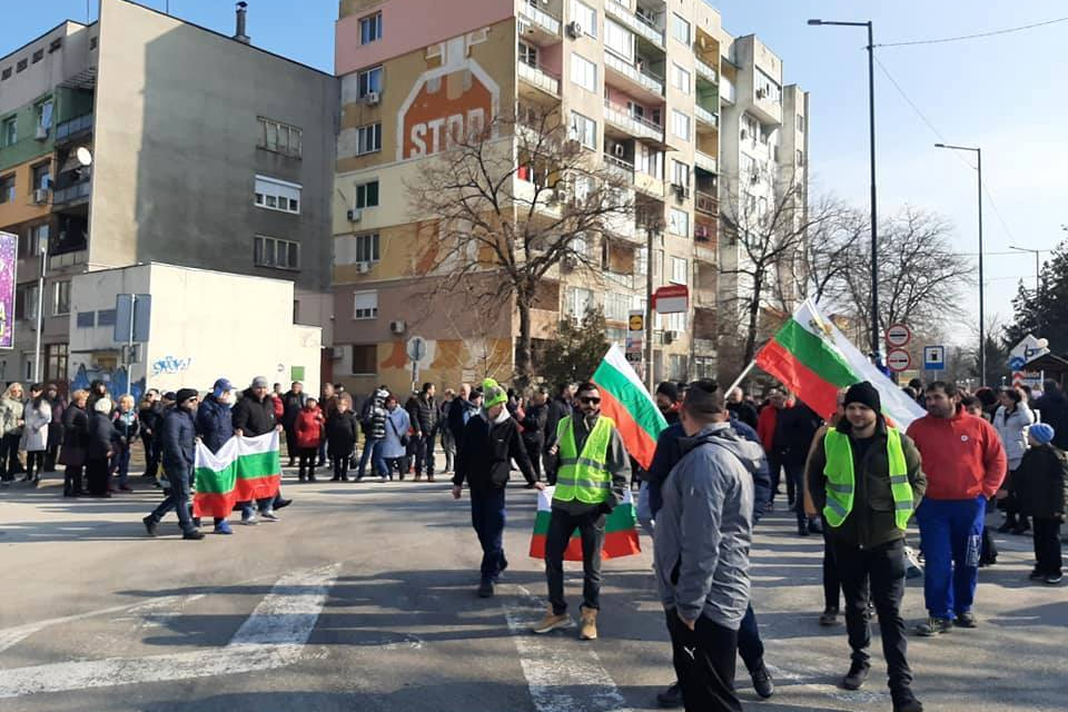 Около 3000 подписа против преминаването на тирове през жилищните квартали на Силистра събраха гражданите в поредния си протест. Той бе седми за последните...