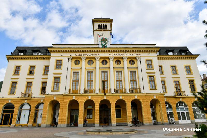 Тренировъчно занятие със симулация на пожар ще се проведе в сградата на Община Сливен на 4 юни - петък, от 15,30 часа. За това съобщи инж. Снежана Кънева...