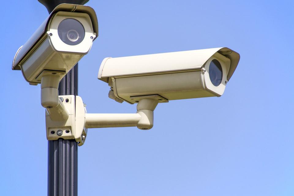 На всички възлови точки по старозагорските кръстовища, на които все още няма камери, ще бъде поставено видеонаблюдение. Запис от камерите от снощния инцидент...