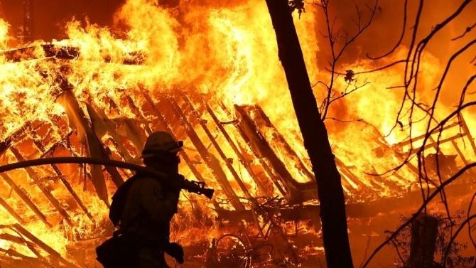 Шестчленно семейство от Сопот остана без дом, след като пожар изпепели покрива на къщата им и цялата им покъщнина. По чудо при инцидента няма пострадали...