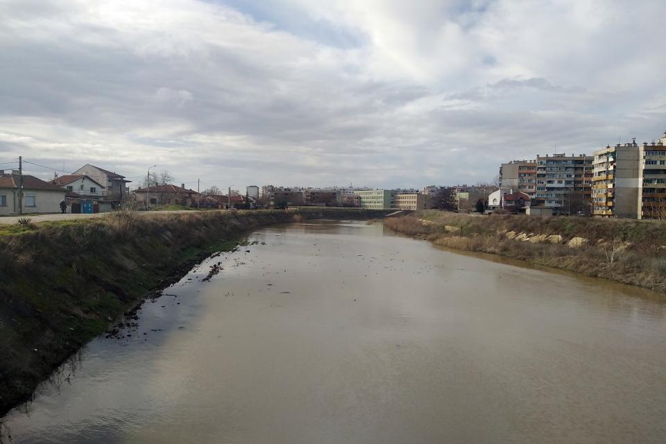 Валежите на територията на областта постепенно спират и притокът на реките се очаква да спада. Във връзка с повишените нива на реките и падналите валежи...