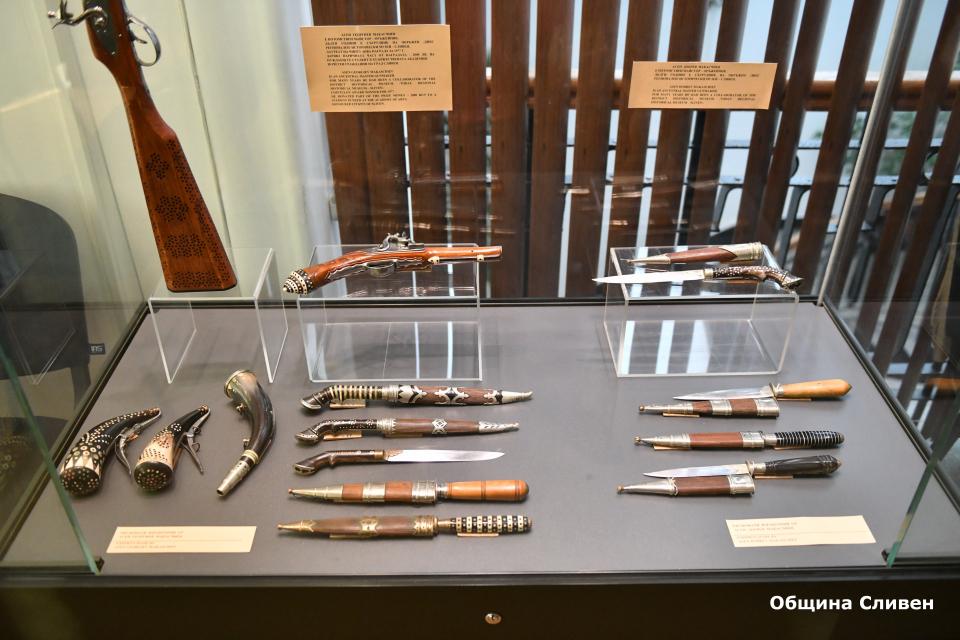 """Пред Регионалния исторически музей-Сливен """"Д-р Симеон Табаков"""" днес беше открита изложбата """"Оръжието през периода на българското Възраждане"""", посветена..."""