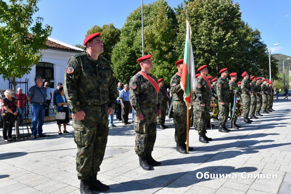 """С официална церемония на площад """"Хаджи Димитър"""" в Сливен днес бе отбелязан Денят на Независимостта на България. Честването на 112-годишнината започна с..."""