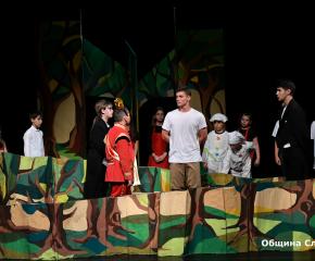 """В Сливен днес започна Националният детско-юношески театрален фестивал """"Сцена под Сините камъни"""""""