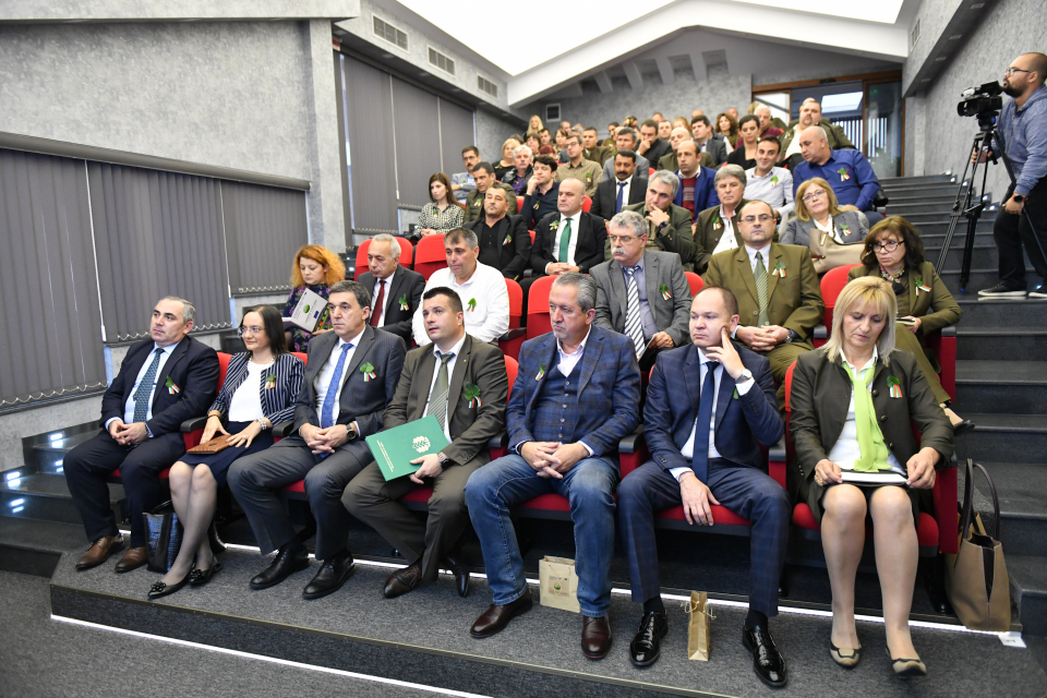 Международна встъпителна конференция, посветена на съвместен проект на регионалните горски дирекции на Сливен и Одрин, се провежда днес в Сливен. Сред...