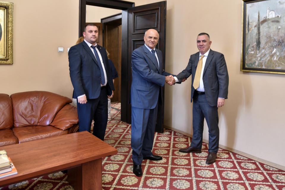 Възможностите за сътрудничество между Сливен и град от Северна Гърция обсъдиха на среща днес кметът на Сливен Стефан Радев и посланикът на Гърция у нас...