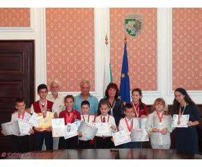 Сливен: Наградиха медалистите от финала на Международно математическо състезание