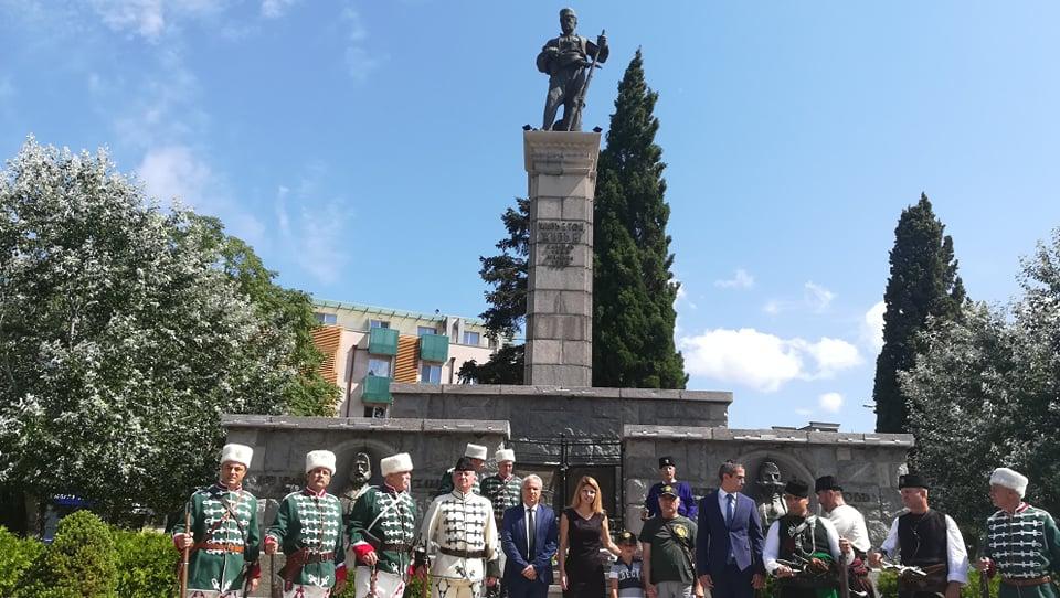 Сливен днес отбеляза 152 години от гибелта на четата на Хаджи Димитър и Стефан Караджа. На площада пред паметника на емблемата на града на стоте войводи...