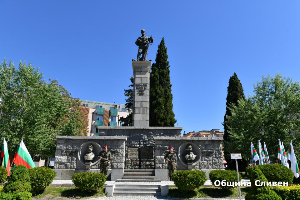 С почетен караулот Сливенския гарнизон започна днес ритуалът за отбелязване на 181 години от рождението на Хаджи Димитър. Церемонията се състоя на централния...