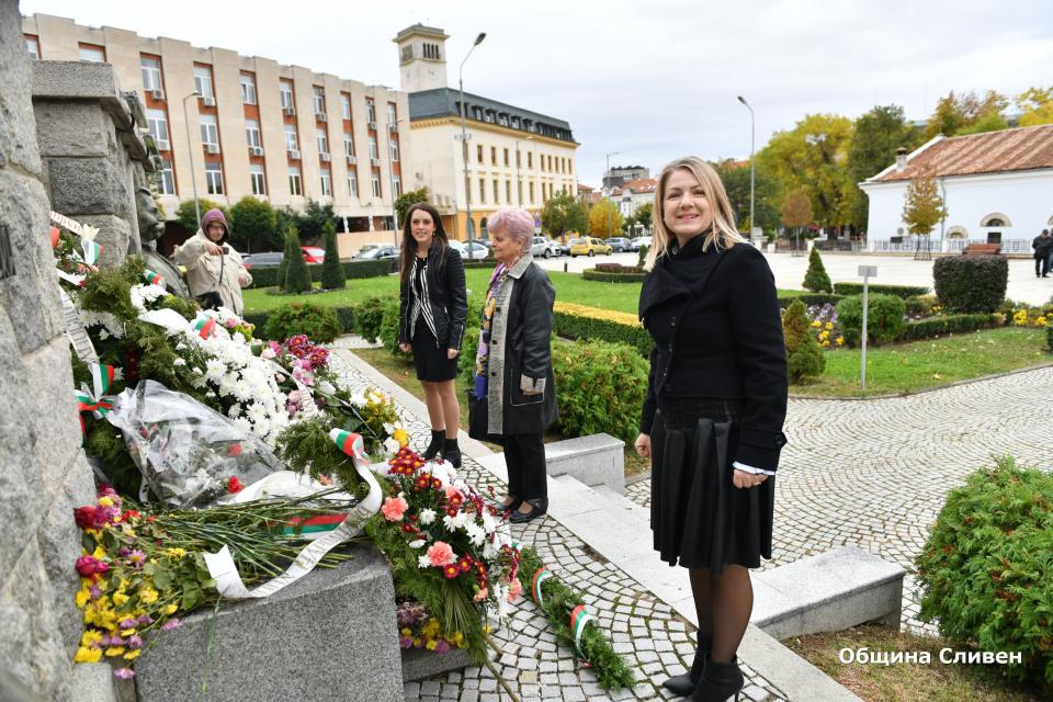Днес отбелязваме 1 ноември – Деня на народните будители. Сливен също се включи в честванията. На старите новоселски гробища, в знак на почит и уважение,...