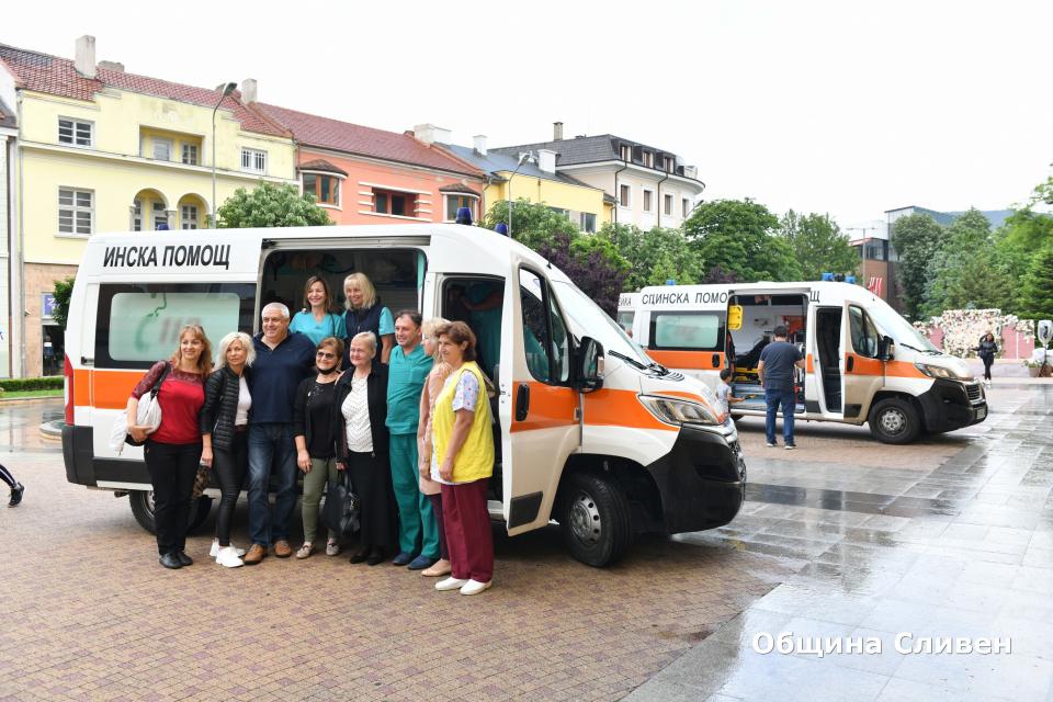 """В Световния ден на спешната медицинска помощ, който традиционно се отбелязва днес, на 27 май, деца от детските градини """"Мак"""" и """"Божур"""" в Сливен, се включиха..."""