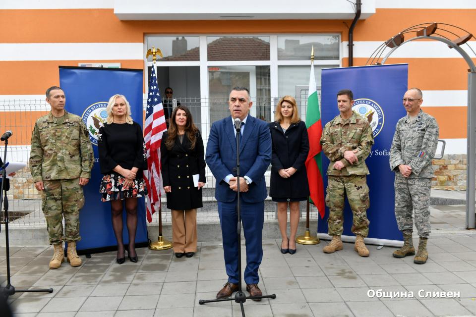 """""""Проектите на добронамереност на Посолството на САЩ продължават да подкрепят България и българите"""" – каза посланикът на САЩ Херо Мустафа по време на церемонията..."""