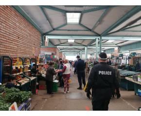 Сливен: На пазарите - с маски и ръкавици (видео)