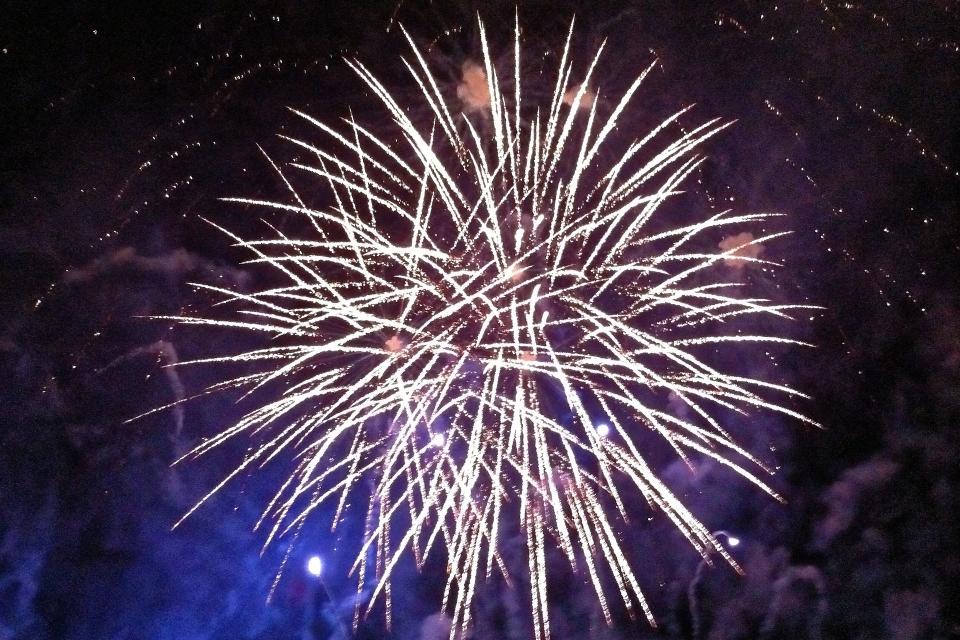 Община Сливен организира празнични илюминации от Хамам баир за посрещането на Новата 2021 година. Зарята ще е висока, с едрокалибрени фойерверки, за видимост...
