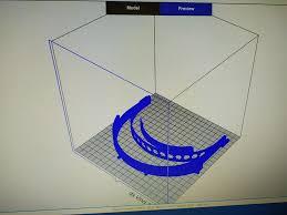 """В Сливенската професионална гимназия по строителство и геодезия """"Арх.Георги Козаров"""" се изработват предпазни шлемове чрез 3D технология, съобщиха от учебното..."""