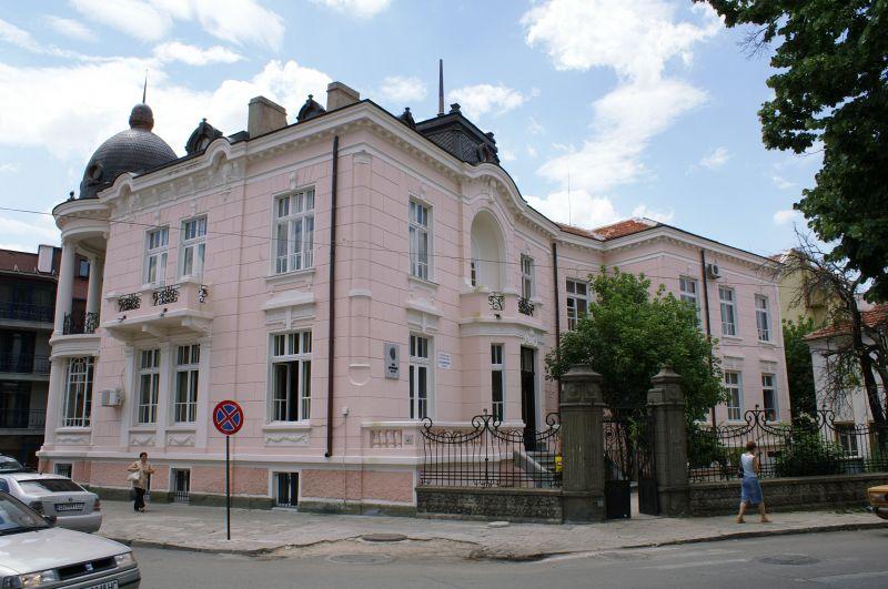 Сливенските библиотеки отварят за посетители при спазване на противоепидемични мерки, съобщиха от културните институции.На 14 май се възстановява обслужването...