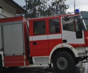 Сливенските пожарникари са помогнали за извеждане на лежащо болна жена