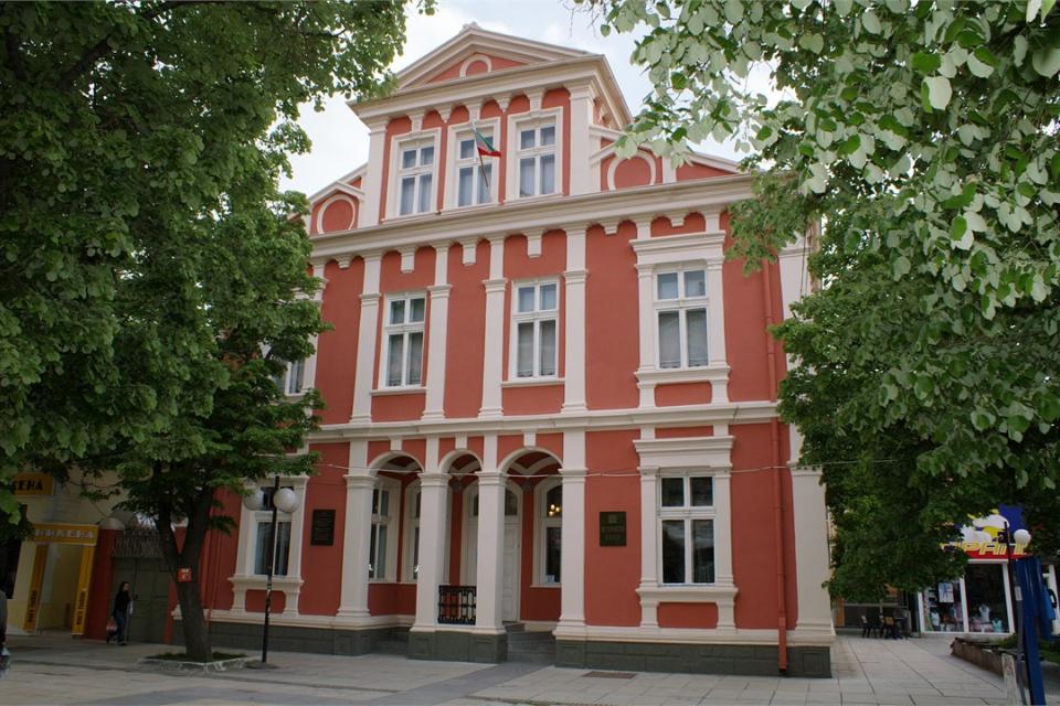 """Регионалният исторически музей """"Д-р Симеон Табаков"""" в Сливен ще организира поредица от виртуални уроци с деца от български училища в чужбина. Това съобщи..."""