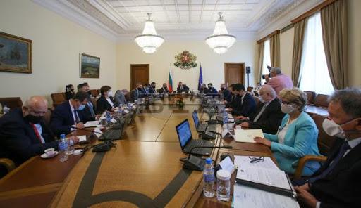 Служебният кабинет одобри 57,1 млн. лева за провеждане на предсрочните парламентарни избори на 11 юли. В тази сума влизат и предвидени средства за разкриването...
