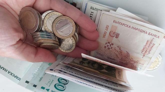 Служебното правителство предлага пенсиите да се актуализират от първи октомври тази година, като се увеличи тежестта на всяка година стаж от 1,2 процента...