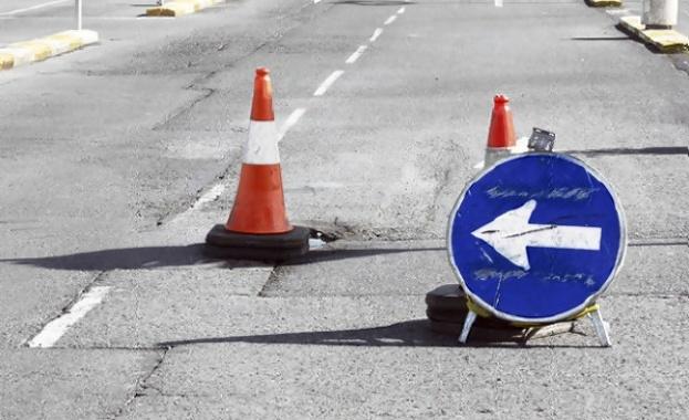 Всички ремонтни дейности по пътищата част от републиканската пътна мрежа и на територията на област Ямбол от вчера са спрени. Става дума за всички текущи...