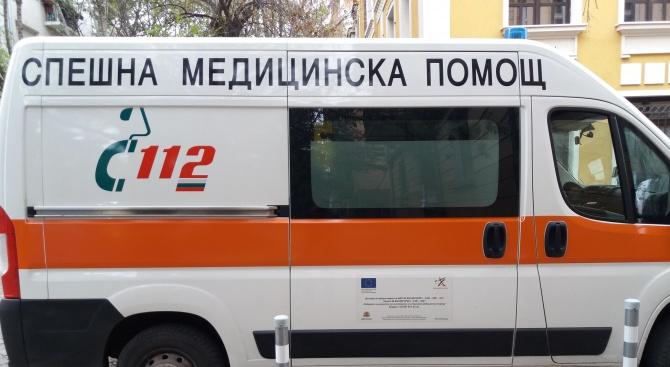 """Тежък инцидент на главен път Е-79 край Враца. Кола се вряза в екип на Агенция """"Пътна инфраструктура"""", работещ на трасето. Единият от служителите е загинал. Трима..."""
