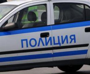Служители от РУ-Тунджа задържаха двама мъже с противозаконно отнет товарен автомобил