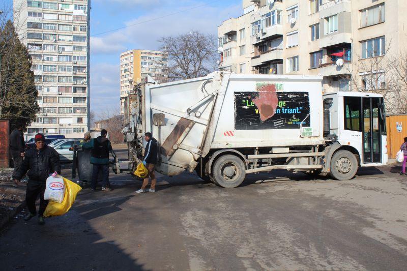 Йордан Захариев, екоинспектор в Община Ямбол, е инициирал кампания с разрешението на секретаря на общината по почистване на междублоковите пространства...