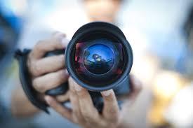 Софийска фотографска школакани всички, които проявяват интерес, на вълнуващо пътешествие в света на фотографията, при това съвсем безплатно и с лекции...