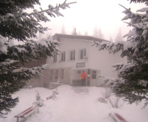 Спасители измъкнаха туристи с четири деца, бедствали в Стара планина