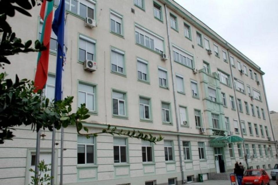 В област Сливенот днес се спират плановите операции и плановия прием в болниците, по заповед на министъра на здравеопазването Костадин Ангелов, съобщи...
