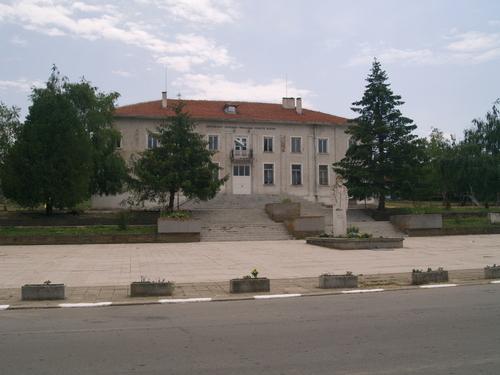 В понеделник, 8 юни, ще има спирания на тока за с. Ботево в община Тунджа и конкретно помпената станция в селото, детската градина, краварника и трети...