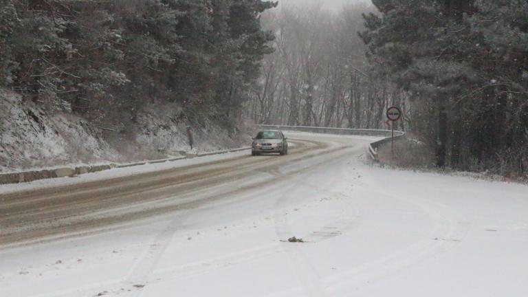 Пътната обстановка на територията на община Сливен е спокойна. Около 10-15 см е снежната покривка във високите планински части, вследствие на снеговалежите...