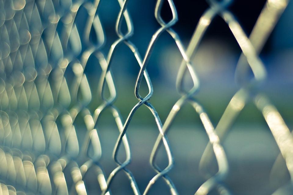 Тричленен състав на Върховния административен съд (ВАС) нареди на граничните власти незабавно да преустановят връчването на наказателни постановления и/или...