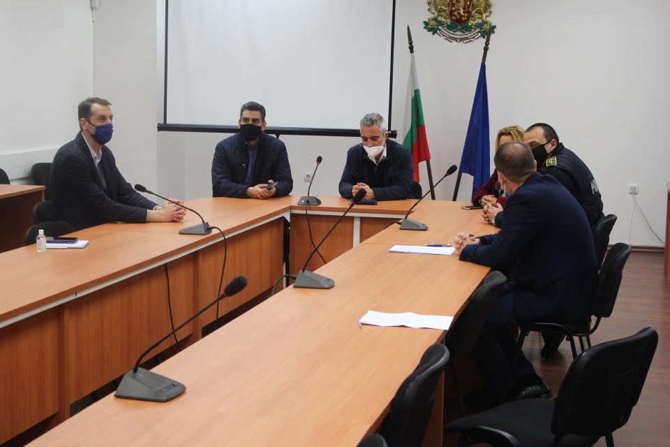 Днес кметът на Община Ямбол Валентин Ревански внесе жалба до Районна прокуратура по повод замърсяването на река Тунджа с оцветени отпадни води на 16 април,...