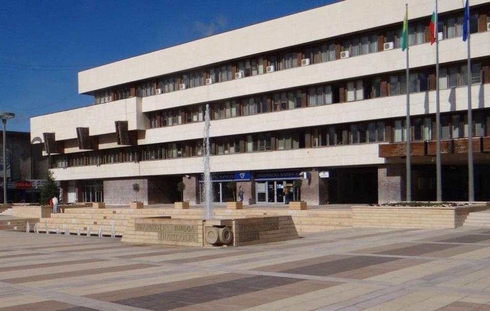 По инициатива на Община Ямбол, днес от 14:00 часа, в зала 100 на общинска администрация, ще се проведе среща на ръководството на Тракийски университет...