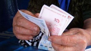 Започва изплащането на пенсиите, в които и този месец е включена еднократната допълнителна сума от 50 лева за над 2 милиона възрастни, независимо от размера...