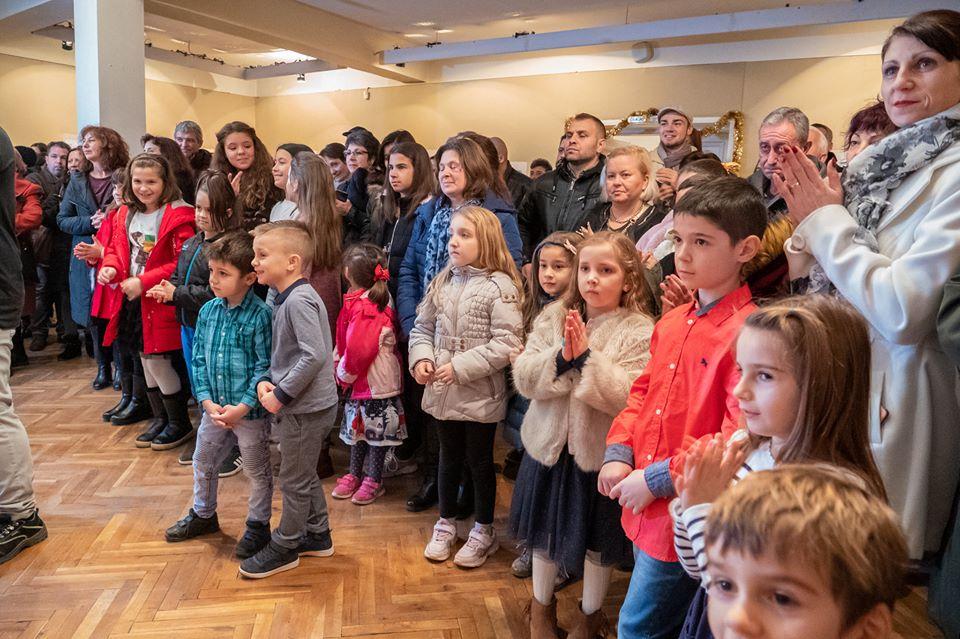 """На 6 декември, в Художествена галерия """"Жорж Папазов"""" Ямбол тържествено бяха наградени победителите в конкурса за детска рисунка """"Коледа"""". Дадено бе и началото..."""