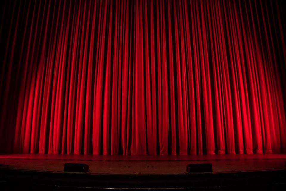 """На 23 октомври започва третото издание на Националния детско-юношески театрален фестивал """"Сцена под сините камъни"""". Откриването му ще се състои в петък..."""